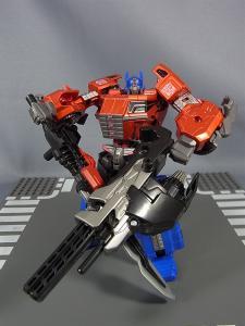 トランスフォーマー TFジェネレーションズ 2月分で武器交換017