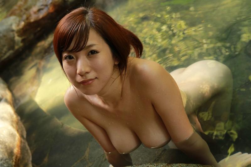 急に寒くなったなあ・・・温泉に浸かる湯煙り美人でも見てチンコぐらいは温まろうwww