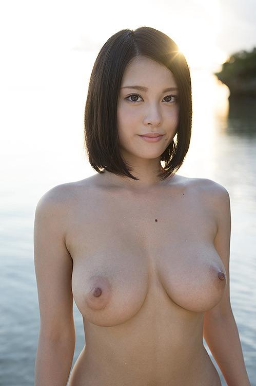 週プレで話題になった『史上最強の素人』福岡出身、88㎝Hカップの美巨乳おっぱいがAVデビュー