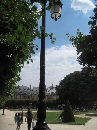 公園から見たヴォージュ広場