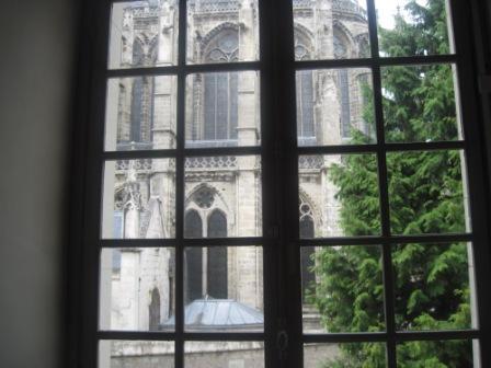 中から見える大聖堂