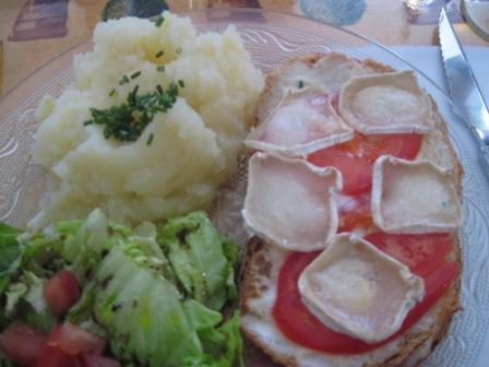 ヤギのチーズのサンドイッチ