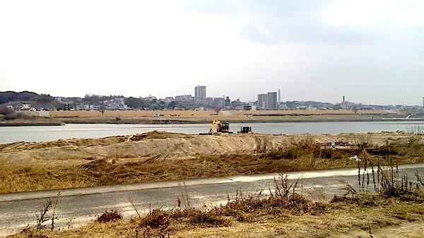淀川河川敷のあちこちで工事