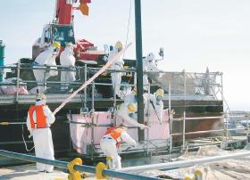 燃料棒引き上げ作業2012・7・19河北新報