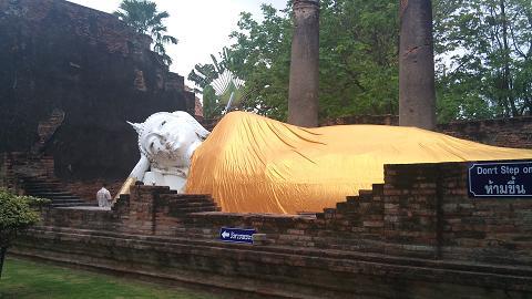DSC_0004モングコン寺院