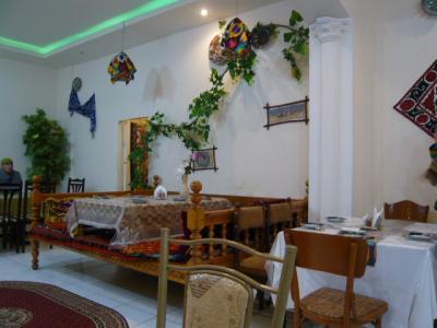 サマルカンド「レストランでラグマン」2
