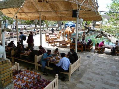 ブハラ「ラビハウズ東側のレストラン」2