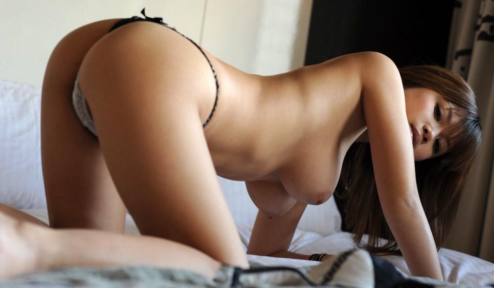 形の良いおっぱいのお姉さんと絶頂セックス画像26枚