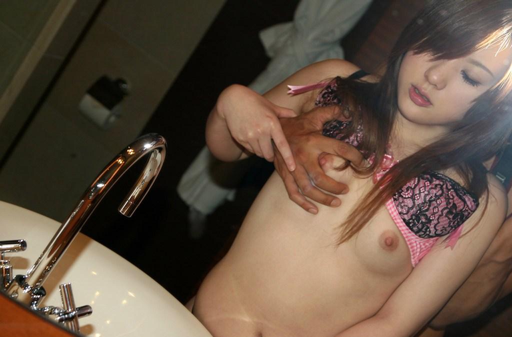 可愛い顔したお姉さんが咥えてハメる、失神セックス 画像42枚