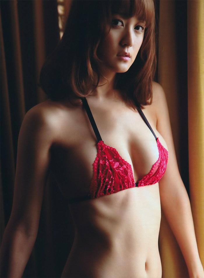 小松彩夏 グラビア 「誘惑するカラダ」