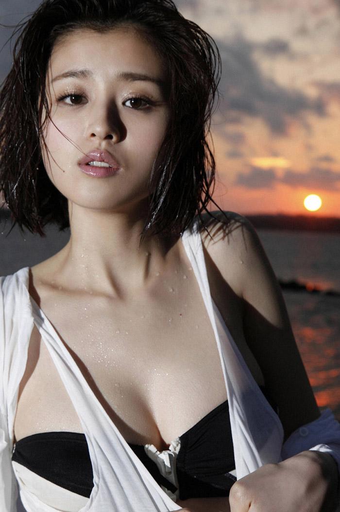 鈴木ちなみ 写真集も好調☆健康的な水着画像20枚