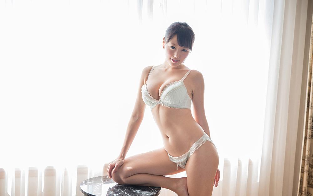 浜崎真緒 最高級おっぱいのパイズリ&フェラチオ