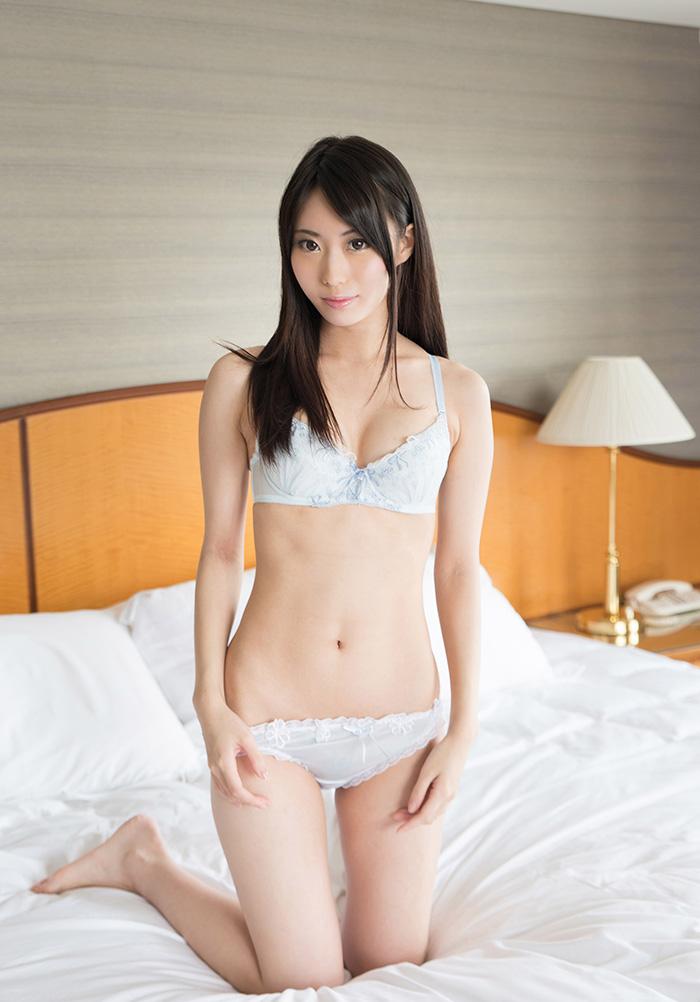 川菜美鈴 フェラチオ 画像 1