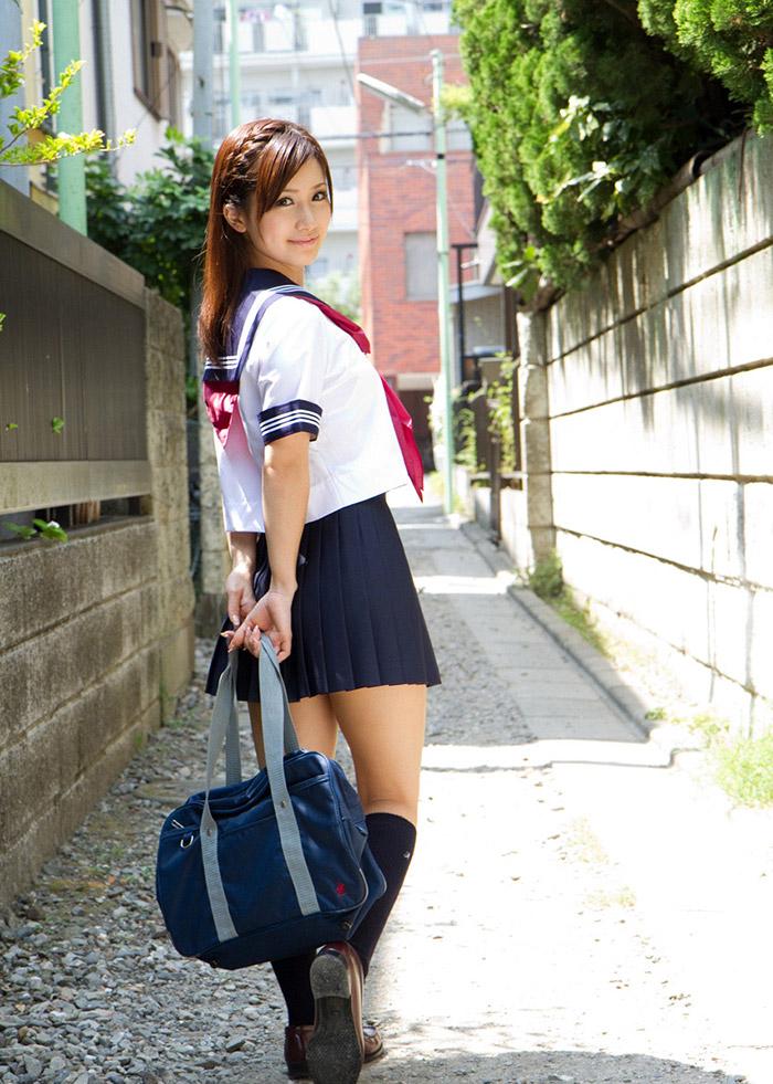 制服の可愛い娘とエッチしたいなぁ〜