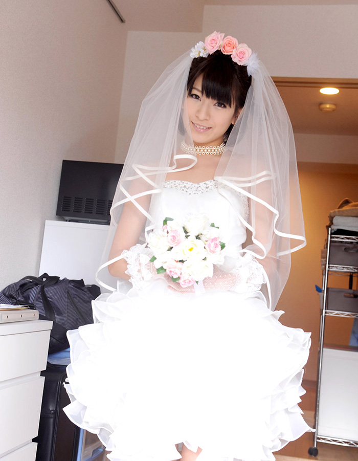こんな花嫁はいかが?ウェディングドレスのえっちなお姉さん
