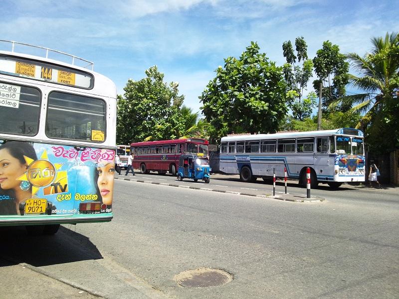 コロンボのバス