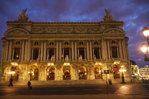 夜明けのオペラ座