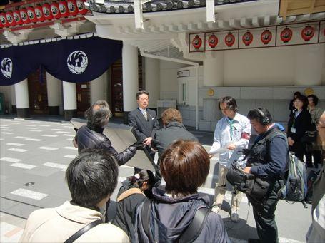 新歌舞伎座の開場を知らせるNHK