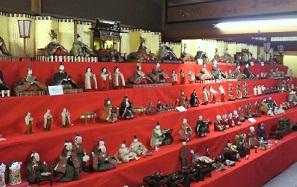 たくさんのひな人形