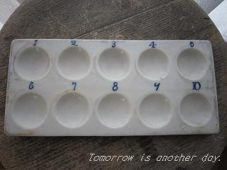 白い陶器製のパレット