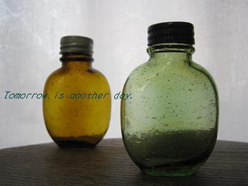 緑の薬びん アップ