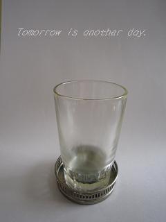 レトロなグラス ガラスのコースターと