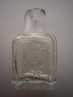 バリカン油の瓶 エンボス 表