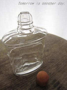 うた椿の瓶