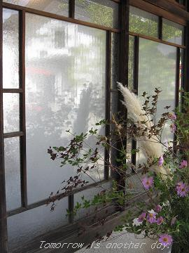山形まるごと館紅の蔵 そば処「紅山水」 窓ガラス