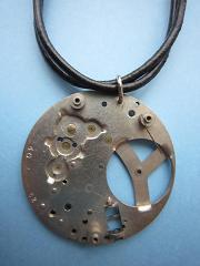 古い時計のペンダント アップ 1