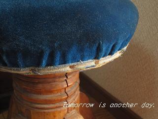 レトロな回転丸椅子 座面