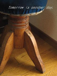 レトロな回転丸椅子 脚部分