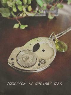 古い時計のパーツ ペンダント アップ