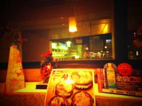 夕食をとりながら新潟駅を眺める