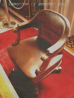 知事室 椅子