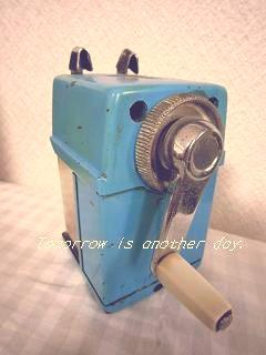 昔懐かしい三菱の鉛筆削り~ブルー~ ハンドル