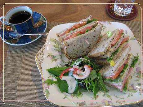 ランチのサンドイッチ