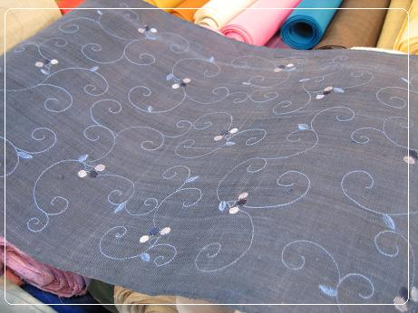 刺繍が可愛いモシ