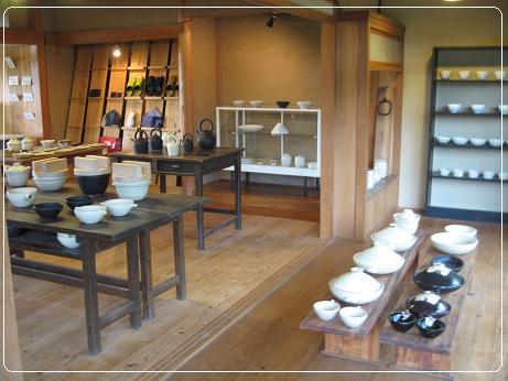 工房 正島 和室を床の間の展示スペース