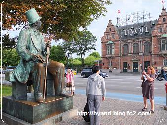アンデルセンの像とチボリ公園