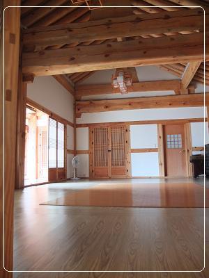 1.居安堂 宿泊の部屋の間には講堂