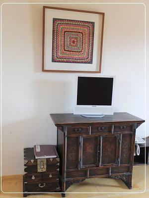 1.居安堂 家具と額にはポジャギの作品