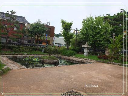 5.甘旨房(韓食レストラン)前の池