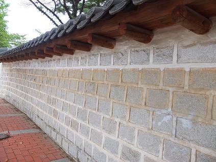 首露王陵の周りの塀