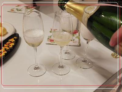 乾杯のスパークリングワイン 安心院