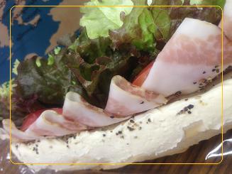 豚のほほ肉とクリームチーズサンド