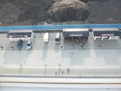 9-4 船に戻って屋上から見た図 岩