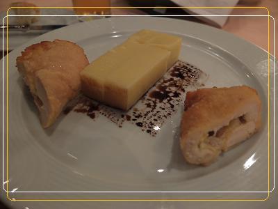9-4ディナー メイン チキンコンドンブレ ハムチーズ マッシュルームを鶏肉で巻いたものをポレンタと