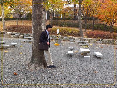 11-10 啓明大学 ユニの日記を返そうと待つイナ
