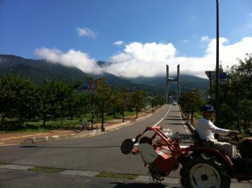 20120912CAAD10平成橋トラクター
